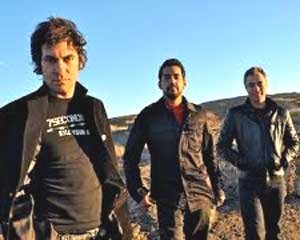 Los integrantes del grupo Attaque 77, realizadores de música punk rock en Buenos Aires, Argentina