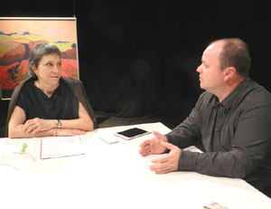 La periodista rosarina India Tuero entrevista en su espacio en la televisión de Rosario al pianista y director Gabriel Alustiza, nacido en Firmat, provincia de Santa Fe, Argentina
