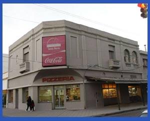 Pizzería Santa María de San Martín y Garay, Rosario, Argentina. Muchas décadas haciendo muy buenas pizzas