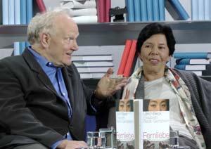 Los autores alemanes Ulrich Beck y Elisabeth Beck-Gernscheim, del libro Amor a distancia, nuevas formas de vida en la era global., publicado en Argentina por Paidós