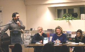 Foto tomada durante el acto de presentación en Ascoli Piceno, Italia, del libro de poemas de Carlos Sánchez, poeta argentino. Lo acompañan Emidio Giovannozzi, Linda Valori y Fabiana Pellegrino.