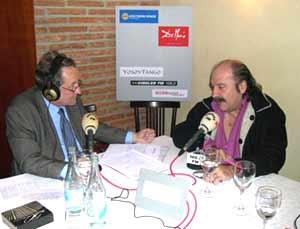 Eduardo Aldiser entrevista en el Restaurante De María, Gran Vía 72, Madrid, al cantautor argentino Litto Nebbia, mayo 2003