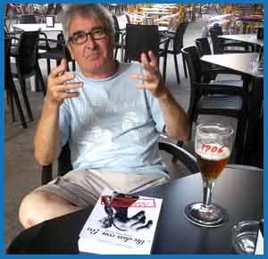 Entrevista de www.argentinamundo.com a Alejandro Guanella, humorista y escritor argentino que reside en Vilagarcía de Arousa, Pontevedra, España