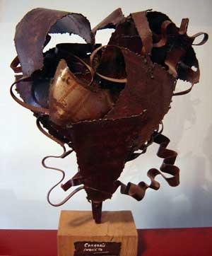 Una de las obras en torno al corazón de Alejandro Marmo, artista argentino