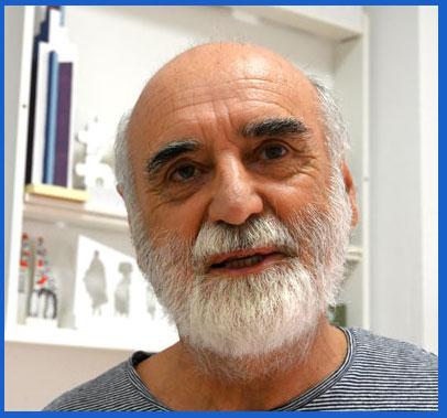 El médico y escultor argentino Andrés Montesanto en su taller de Málaga, España