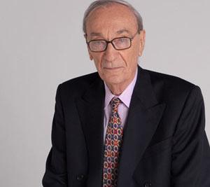 Antonio Carrizo, famoso locutor argentino, que ha sido homenajeado el 3 de julio de 2013, Día del Locutor Argentino, poniendo su nombre a la Sala de Locutores de Radio Nacional de Argentina, sede central, Maipú 555 de Buenos Aires