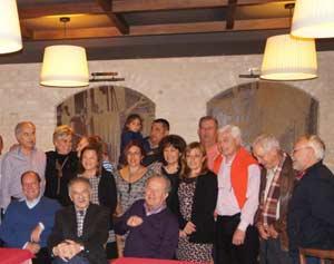 Reunión de amigos argentinos y españoles en Pontevedra. En el centro, sentado, Julio César Roldán Tejeda