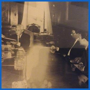 Acto en la Casa Rosada en la que el presidente de Argentina Arturo Illía recibió a las más importantes figuras de la música popular del país para dar a conocer leyes de protección al tango y folklore argentino