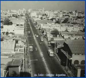 Vista de los años 40 del Siglo XX de la Avenida Colón de Córdoba, Argentina