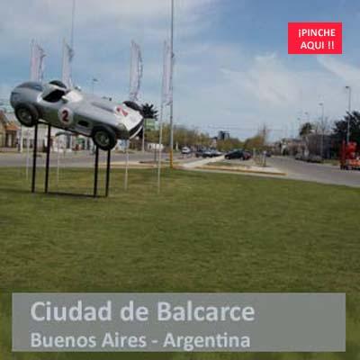 Ciudad de Balcarce en la Provincia de Buenos Aires, Argentina. Al entrar, el Mercedes Benz con que su hijo predilecto, Juan Manuel Fangio, fue Campeón del Mundo