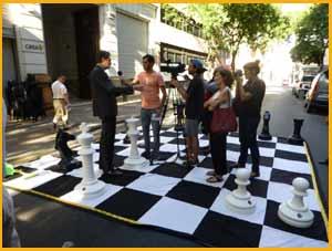 Acto en homenaje a Marcel Duchamp, 5-12-17 en la calle Alsina de Buenos Aires, Argentina, donde vivió entre los años 1818 y 1819