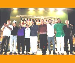 El Baúl del Indiano, conjunto musical formado por españoles en Valladolid, que realiza repertorio de la América hispánica. Entre ellos el que fuera arquero de varios equipos, José Antonio Aramayo Lazcano