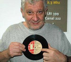 """Beto Bruno, realizador del programa """"Un poco de nostalgia"""" en FM 98.5 SOMOS LA RADIO de Saladillo, provincia de Buenos Aires, República Argentina"""