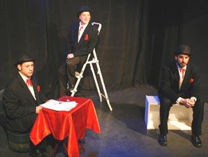 Una escena de teatro en producción de Bombin Teatro, grupo de creadores de la escena hispanoamericana en Madrid