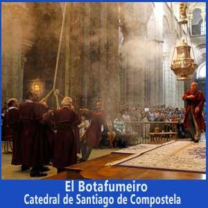 El botafumeiro de la Catedral de Santiago Apóstol, en Compostela, Galicia, España