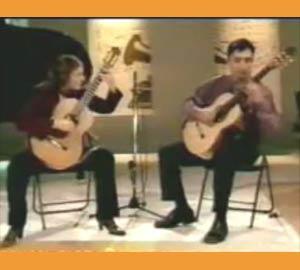 Dúo argentino de guitarra Bravo Soldaña. Residen en Buenos Aires y actúan en el mundo