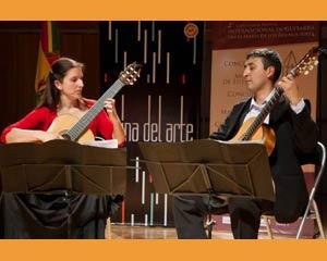 Dúo de guitarras de Silvana Saldaña y Javier Bravo. Actúan por el mundo partiendo desde Buenos Aires, Argentina
