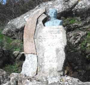 Busto dedicado al General José de San Martín a metros del puerto de Finisterre, el fin de la tierra que creían los romanos, en Galicia, España
