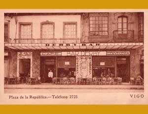 Foto de época del famoso Café El Derby de Vigo, propiedad de Albino Mallo