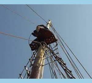 Vista de un carajo moderno, en lo más alto del mástil mayor de un barco. En España, Argentina y otros países de Iberoamérica dícese también carajo al pene. Lo mismo en portugués y gallego, con leves cambios de grafía y pronunciación