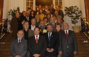 La Comisión Directiva y asociados de La Casa de Ourense que funciona en Buenos Aires, Argentina