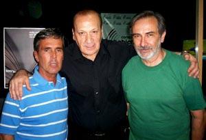Carlos Casellas y Rubén Serranjo, poetas y escritores argentinos, con Roque Vega, dramaturo, en los estudios de radio Conexión Abierta de Buenos Aires, Argentina