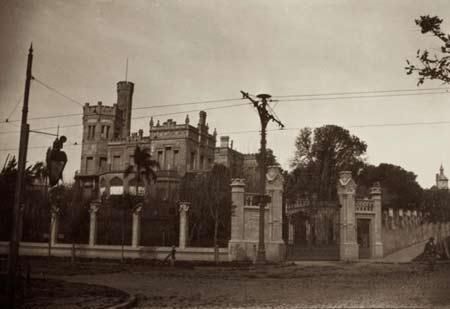 """Aspecto de la """"Quinta de los ombúes"""" que mandó construir Ernesto Tornsquit en lo que era entonces las afueras de Buenos Aires, Argentina"""