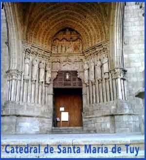 Entrada de la Catedral de Santa María de Tuy, Pontevedra, Galicia, España, comienzo del Camino Portugués de Santiago en territorio gallego