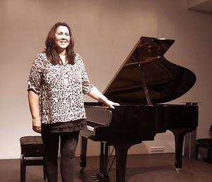 La pianista argentina Cecilia Pillado al terminar uno de sus conciertos de tango en Alemania