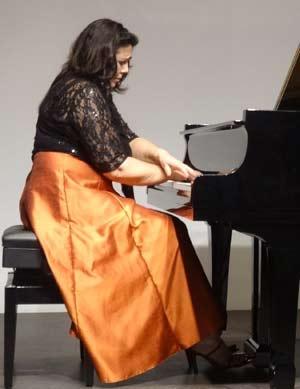 La pianista argentina Cecilia Pillado en uno de sus conciertos de piano en Alemania