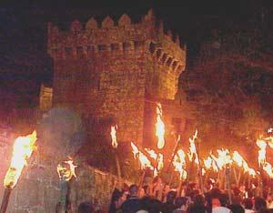 Castiillo de los Moscoso en Vimiazo, Provincia de A Coruña, Galicia, España, durante los festejos patronales de la localidad, donde se superponen ceremonias cristianas con otras celtas