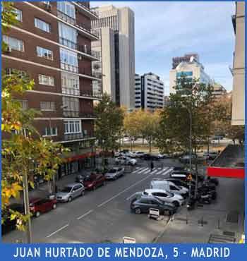 Vista de la calle Juan Hurtado de Mendoza desde uno de los pisos del Portal 5, con vistas del Paseo de la Castellana al fono y la Plaza Castilla a poca distancia, hacia la derecha, en el distrito 36 de Madrid, zona del Estadio Santiago Bernabeu del Real Madrid