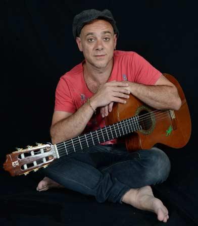 Claudio H. músico y cantautor argentino que vive en Madrid, España