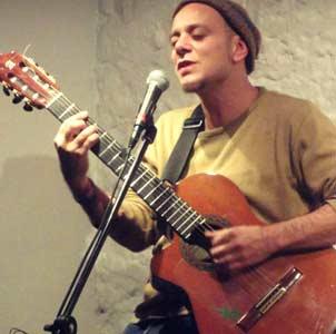 Claudio H. cantautor, guitarrista y compositor argentino, residente en Madrid desde 1989