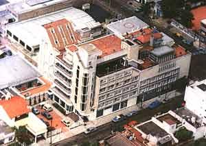 Vista aérea de la Clinica Modelo Los Cedros, fundada por el Doctor Horacio Munir Haddad en la ciudad de San Justo, Provincia de Buenos Aires, Argentina