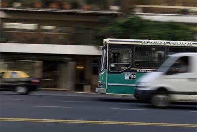 Autobus, colectivo, omnibus, micro, bondi, transporte público, bus, lo que sea, fotografiado por Andrés Santamarina