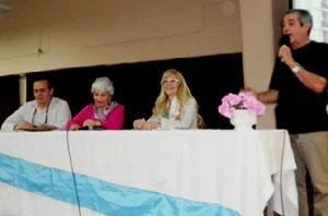 """Mesa presidencial en la presentación del libro """"Un puente azul"""" de Consuelo Bermúdez de Nikolin, en ABC de Corcubión, Vicente López, Provincia de Buenos Aires, Argentina"""