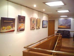 Obras del artista plástico argentino Miguel A. Guerreiro en la Sala Raquel Forner del consulado de Argentina en Palma de Mallorca, Islas Baleares, España.