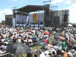 Altar - escenario emplazada para la beatificación de María Crescencia, el 17 de noviembre 2012, en Pergamino, Provincia de Buenos Aires, Argentina. Foto de La Capital de Rosario