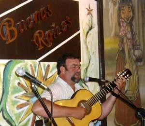 Daniel Tugues, cantante y guitarrista argentino de San Nicolás de los Arroyos, Provincia de Buenos Aires