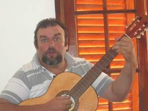 El cantante y guitarrista argentino Daniel Tugues, de San Nicolás de los Arroyos, Provincia de Buenos Aires. Es cultor de temas folklóricos y del tango