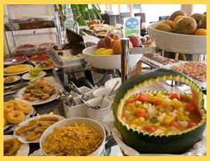 El desayuno continental de los grandes hoteles del mundo, incluidos los de Argentina, con variedad de comidas