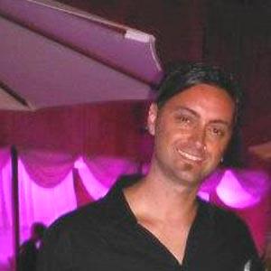 Diego Arias, bailarín y coreógrafo argentino, fundador de R.E.A. Danza, nacido en Mar del Plata. Reside en Málaga, España