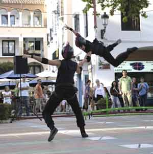 Espectáculo de danza en la calle realizado por R.E.A. Danza, dirigida por Diego Arias, en Málaga, España