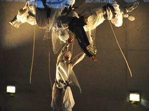 Ballet en trapecios realizado por el elenco de R.E.A. Danza que dirige Diego Arias, coreógrafo y bailarín argentino residente en Málaga, España