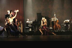 Una escena de los espectáculos de tango montados por R.E.A. Danza con la dirección de Diego Arias. Foto de Pedro Ariza