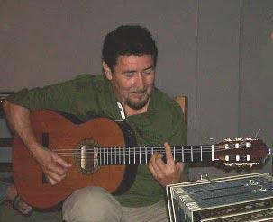 Dioni Velázquez, guitarrista argentino. Es uno de los integrantes de Los Tres Sudamericanos y también forma parte de agrupaciones de tango