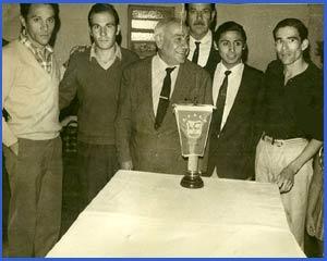 Domingo Amaison con atletas de su tiempo, en acto de homenaje en Argentina