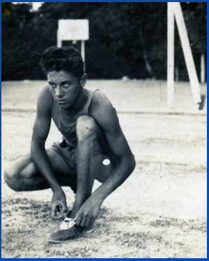 Domingo Amaison en sus comienzos como atleta, en Córdoba capital. Este fondista argentino nació en Piquillín, en la provincia de Córdoba