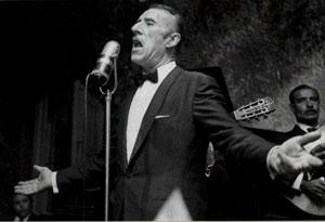 Edmundo Rivero, cantor de tango de Argentina, nacido del lado de la Provincia de Buenos Aires en Puente Alsina. Su nombre completo es Leonel Edmundo Rivero